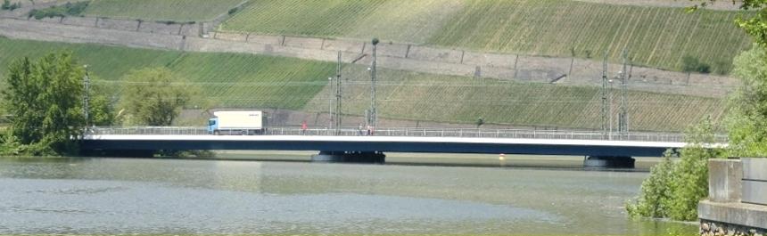 Banner_Bingen_Eisenbahnbruecke.jpg